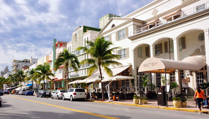 Famous Ocean Drive It Is Known For Its Art Deco Hotels Among The Most Por There S Colony Hotel As Photographed