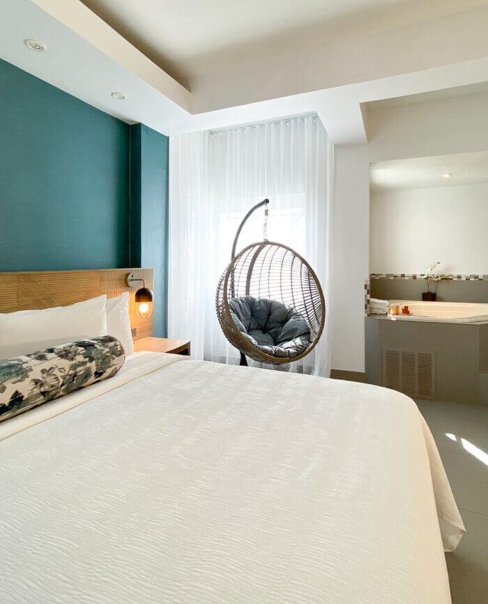 Marseilles Hotel Suite Hot Tub King